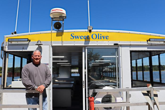 Captain Jason on Sweet Olive Tour Boat on Ross Barnett Reservoir in Ridgeland, Mississippi